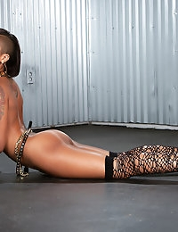 Skin Diamond dressed all hip hop taking it all off and showing off her amazing body.