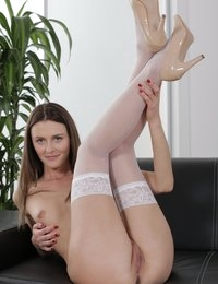 Dildo fun and pussy pumping for brunette Kira